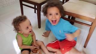 Johny Johny Yes Papa 👶 Cadu e Caio THE BEST Song for Children 2