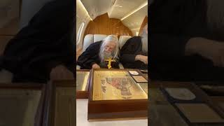 Отец Илий Ноздрин с молебном облетел Москву на спецборте