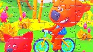 МИ-МИ-МИШКИ Кеша и Лисичка катаются на велосипедах. Собираем Пазлы