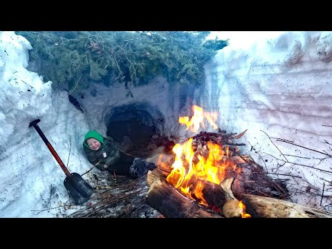 Deep Snow Primitive Survival Camping in Mountains - Campfire Cooking on Shovel