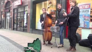 De Zaak - Foxie Foxtrot (live op straat)