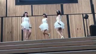 青森県八戸市を拠点に全国展開を視野に入れて活動しているアイドルグル...