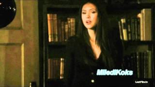 Стефан и Елена заигрывают друг с другом-прикол.wmv