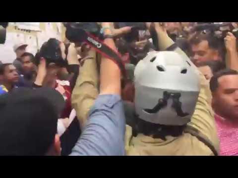 Oficialistas agredieron a Carlos Ocariz y periodistas en Petare