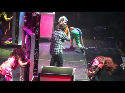 Justin Bieber Pranks Willow Smith - Whip My Hair - Manchester
