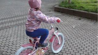 Велик Барби Mаша учится кататься на велосипеде(ВКонтакте: https://vk.com/t.masi Мои 2 канал про Киндер Сюрпризы и не только: https://www.youtube.com/channel/UCESLSFC4BchgMV6WzjnoXmQ/videos., 2015-05-19T18:30:07.000Z)