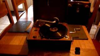 "1930's Dulcetto Playing ""A Little Bird Told Me"" by Evelyn Knight Video"