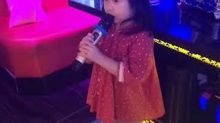 Foodie XiaoMan 超萌小吃貨~小蛮殿下今天再試試卡啦ok,出出大場面🎶🎤👧🏻💖 #57個月 #singing #baby #eatingmachine #小蛮 #xiaoman