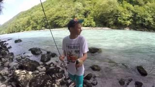 Ловля ручьевой форели на горной реке в Абхазии / рыбалка на реке Бзыбь