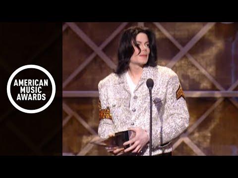 Michael Jackson wins Century Award-AMA 2002