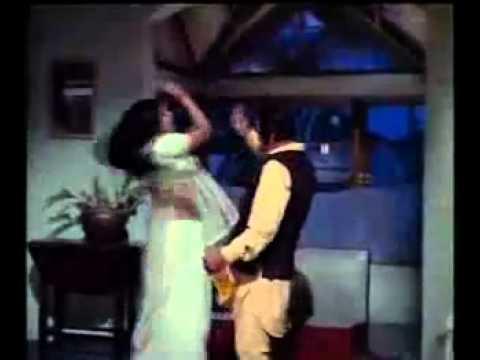 LATA MANGESHKAR - DO GHOONT MUJHE BHI - JHEEL KE US PAAR 1973.flv