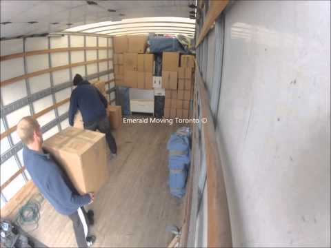 emerald-moving-3-man-crew-loading-a-26'-truck