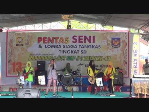 Mesum...? No. Kehilangan-Selvi Cs-Parade Band SMPN 3 Bayat Klaten Jateng 2016