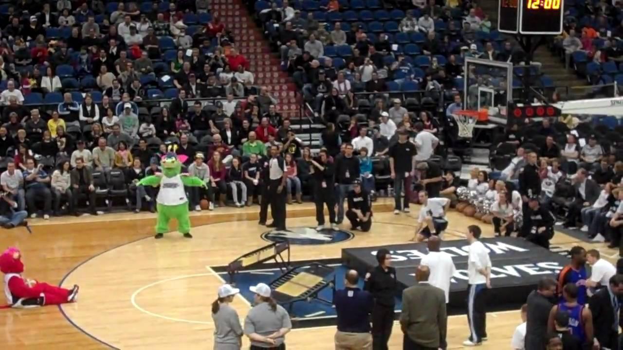 Crunch's Birthday 2010 Timberwolves Hoop Troop