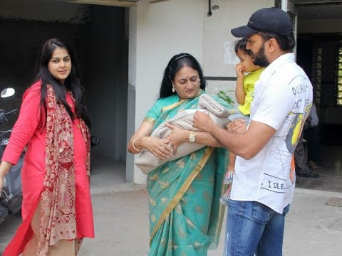 Riteish Deshmukh and Genelia Dsouza at Home With Babies ...