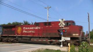 CP Train 484 Through Oakwood