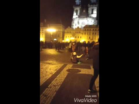 Praha busking(Radio Active-Imagine Dragons)- I want to find her I love her voice