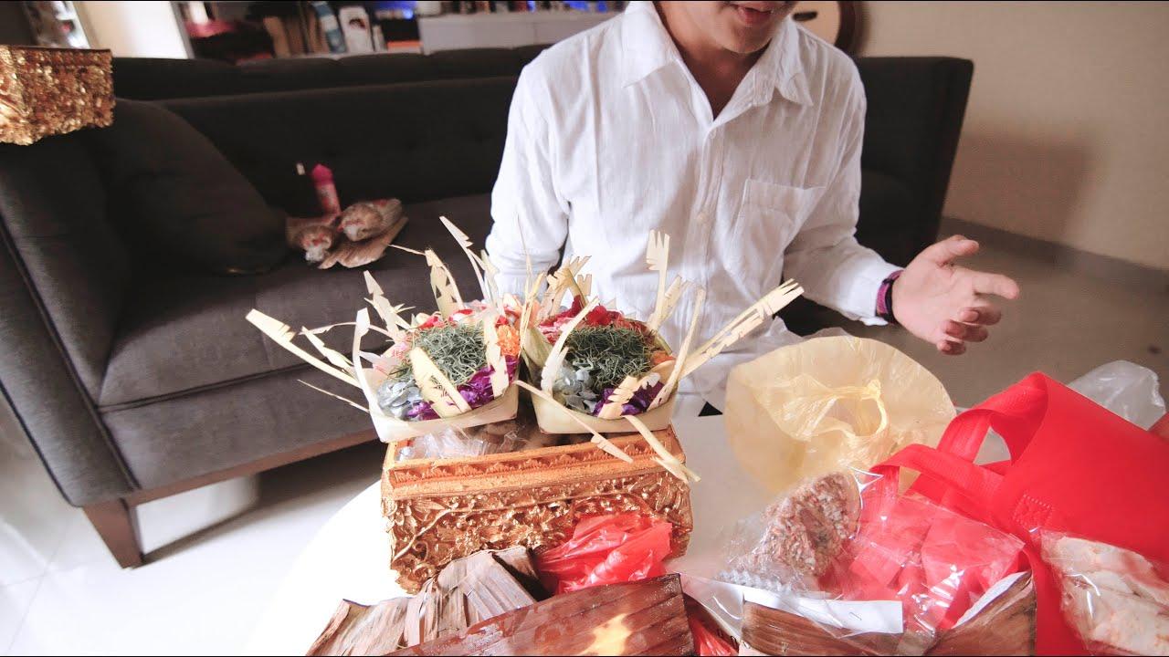 Proses pembuatan banten untuk sembahyang ! COWOK JUGA HARUS BISA !
