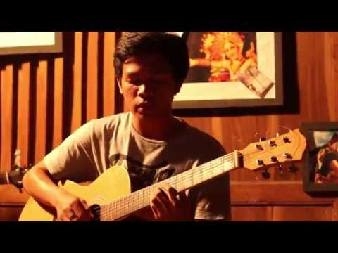 Angin Pujaan Hujan ( Payung Teduh ) Cover by Flore