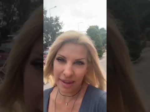 0be29070324 Η Ελένη Μενεγάκη μαθαίνει πώς να ανεβάζει video story στο instagram
