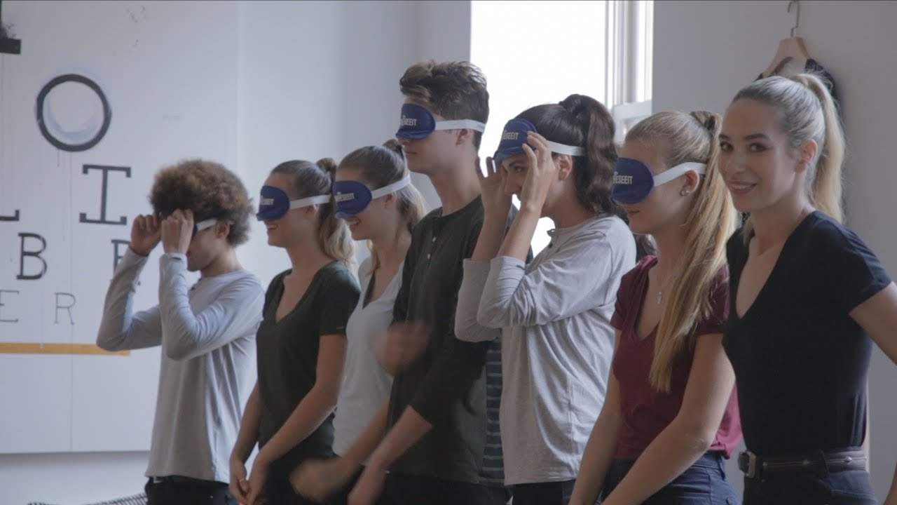 Blindfolded Runway Models How Did They Do Youtube
