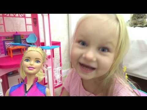 Маленькая Алиса играет в Барби ! История с лошадками !