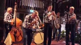 "Freetime Old Dixie Jassband plays ""Smiles"""