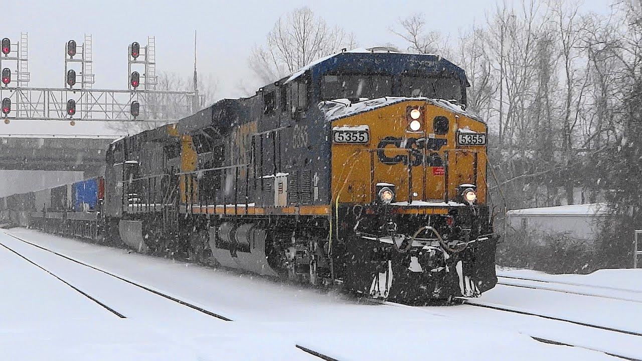 Csx Intermodal Train In The Snow Youtube