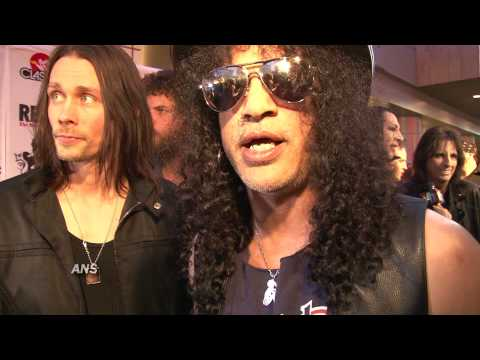 SLASH REUNITES WITH GUNS N' ROSES IZZY STRADLIN, TALKS AVENGED SEVENFOLD  SHADOWS