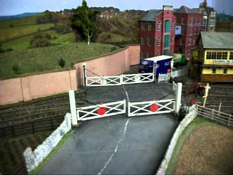 ELECTRIC WORKING MODEL RAILWAY LEVEL CROSSING