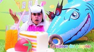 Vidéo drôle de la famille de licornes. Morceau de la tarte