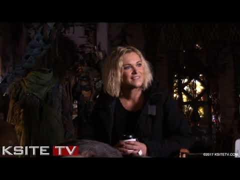 Eliza Taylor  The 100 Season 5 on Set