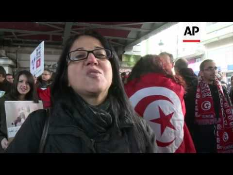 Opponents of Tunisian government hold demo in Paris