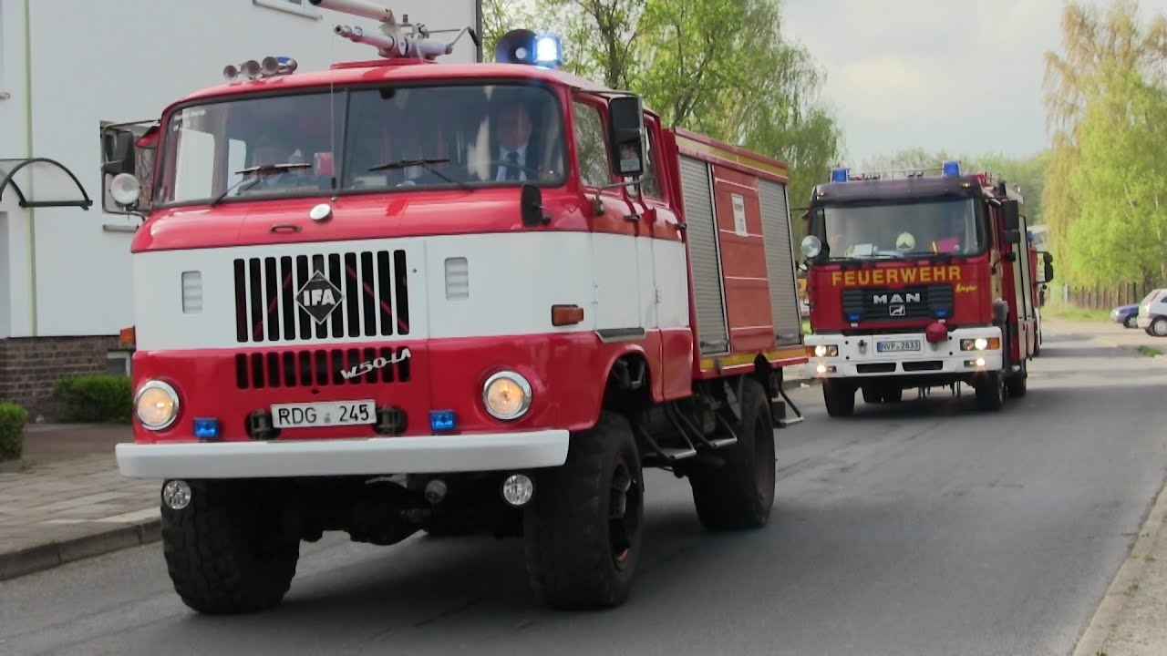 Groe Einsatzfahrzeug-Parade - Tag der offenen Tr ...