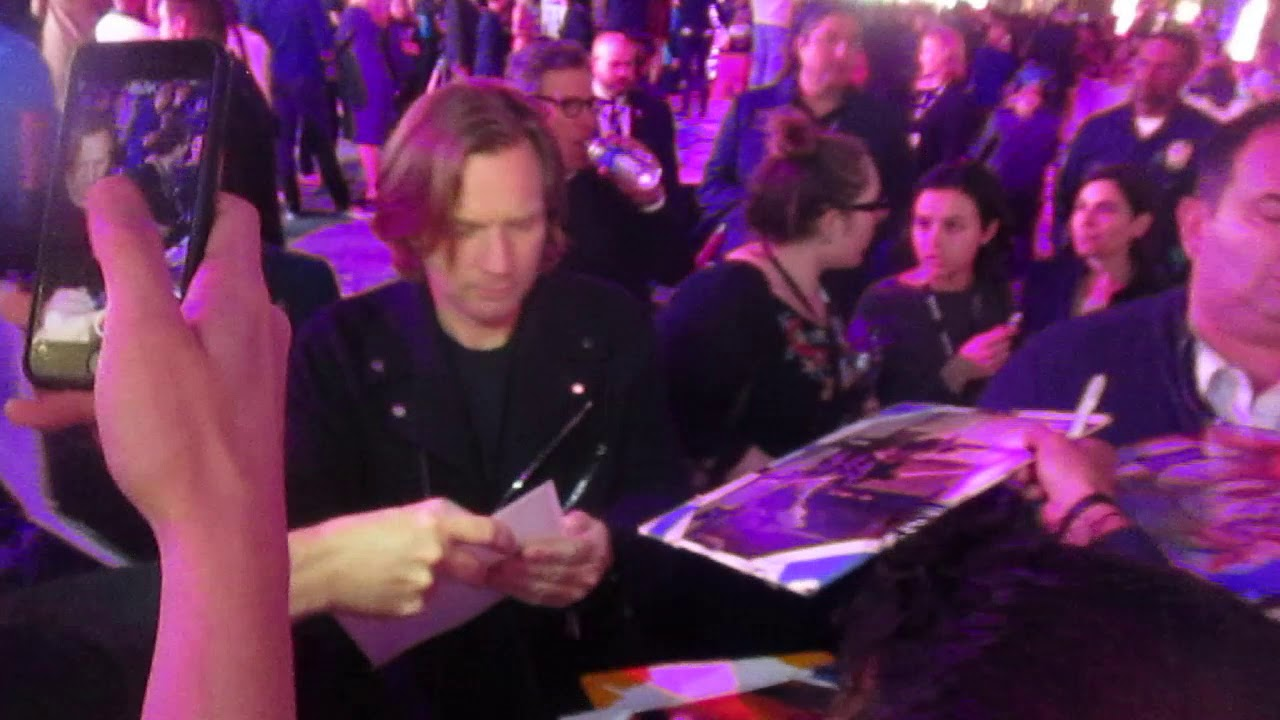 Ewan Mcgregor Signing Autographs At The Birds Of Prey Premiere In Hollywood Youtube