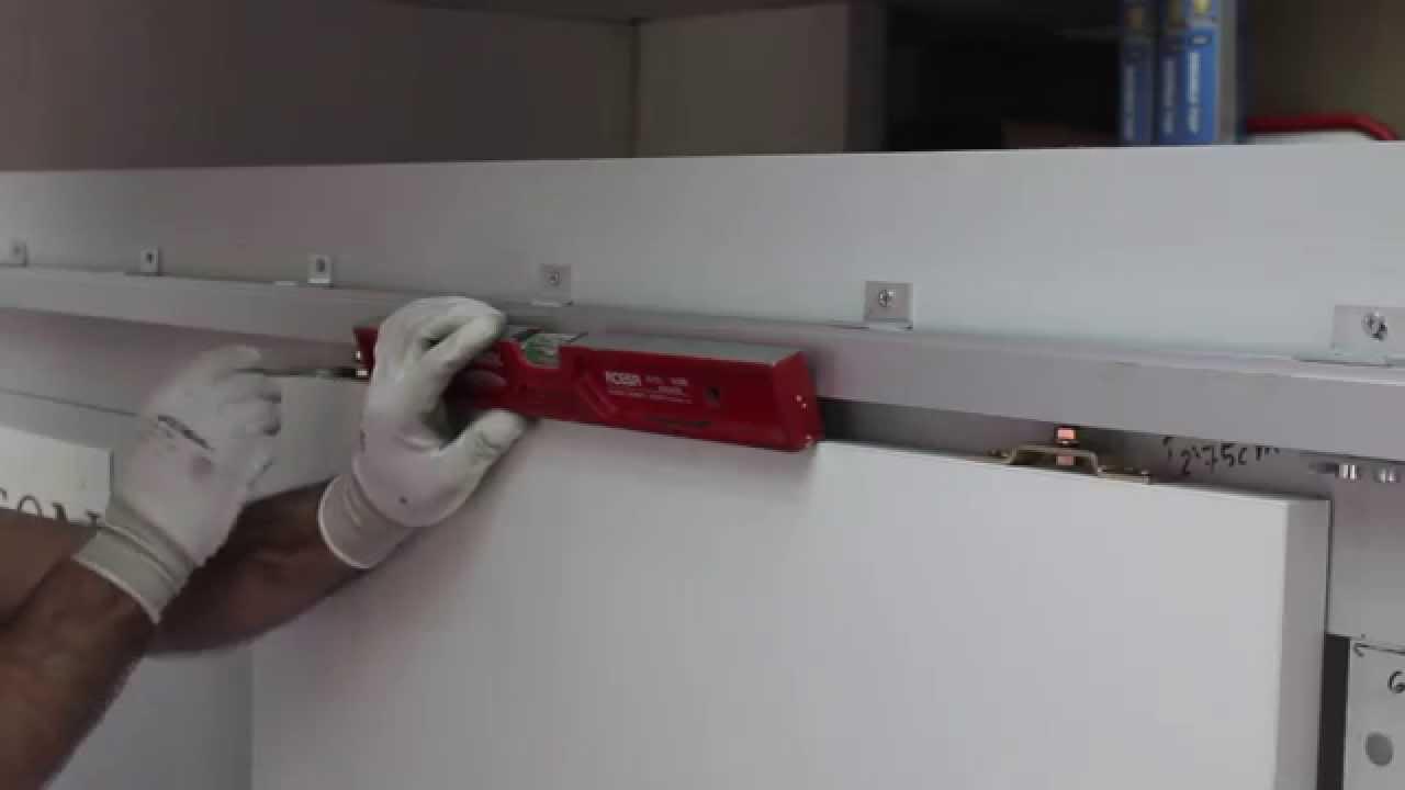 Como montar una puerta corredera paso a paso youtube for Construir puerta corredera