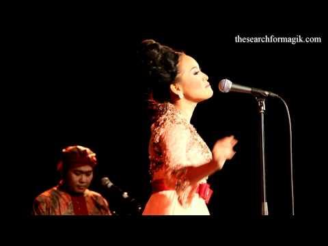 Rita Tila In Samba Sunda Quintet Performs Goyang Karawang At Union Chapel HD