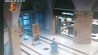 Video fuga rapinatori Auchan Taranto
