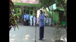 Bu Ninik Guru Smp Negeri 17 Malang Baca Puisi Di HUT RI Ke 69