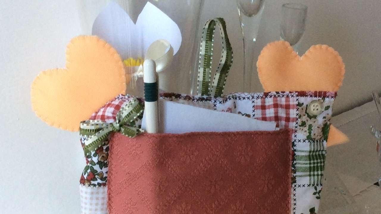 Crea una gallina portaoggetti per la cucina fai da te for Cucina giocattolo fai da te