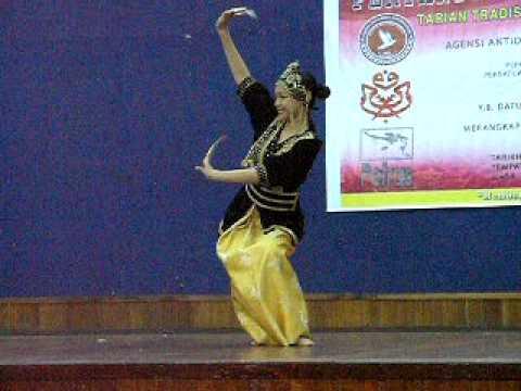 Bajau Traditional Dance_Girl Solo