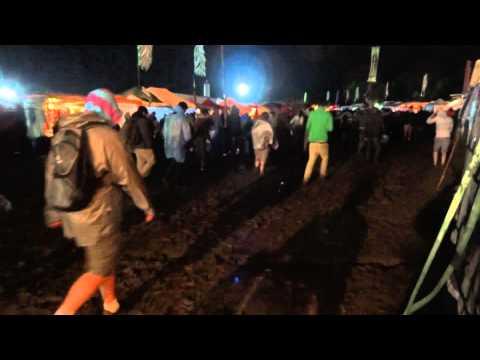 Marcher dans la boue @ Dour Festival 2011