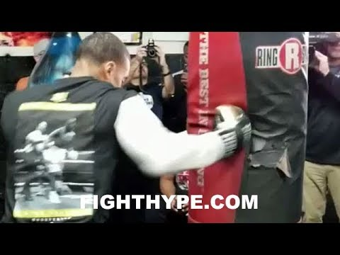 ERROL SPENCE TEARS UP HEAVY BAG; RIPPING HEAVY LEATHER AS HE PREPARES FOR LAMONT PETERSON CLASH