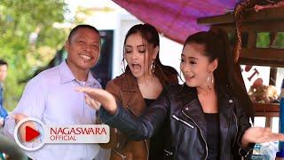 Download Duo Anggrek - Goyang Nasi Padang (Official Music Video NAGASWARA) #goyangnasipdg