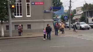Автомобилисты жалуются на пешеходов-нарушителей в центре Саратова