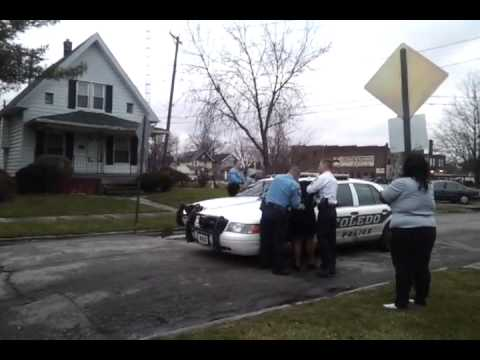 Toledo Police have Lost Their Minds.....Unlawfullying Making Arrests In The Hood