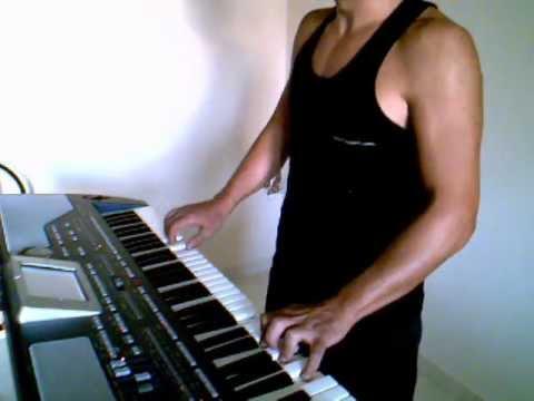 Den tairiazete sou lew - Pantelis Pantelidis (Karaoke Version) By Chris Sitaridis