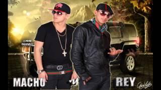 Repeat youtube video Macho Y El Rey - Llamala [Noviembre 2012]