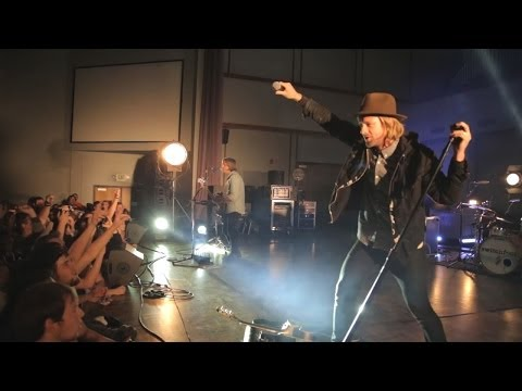 """Switchfoot """"Fading West"""" at George Fox University - Interview with Jerome Fontamillas"""