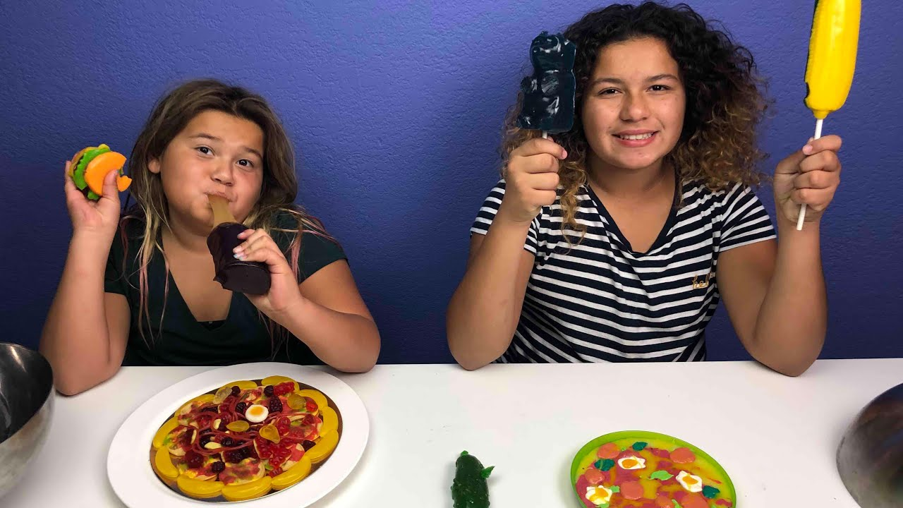 Slime Master Mary And Izzy: GUMMY VS SLIME CHALLENGE